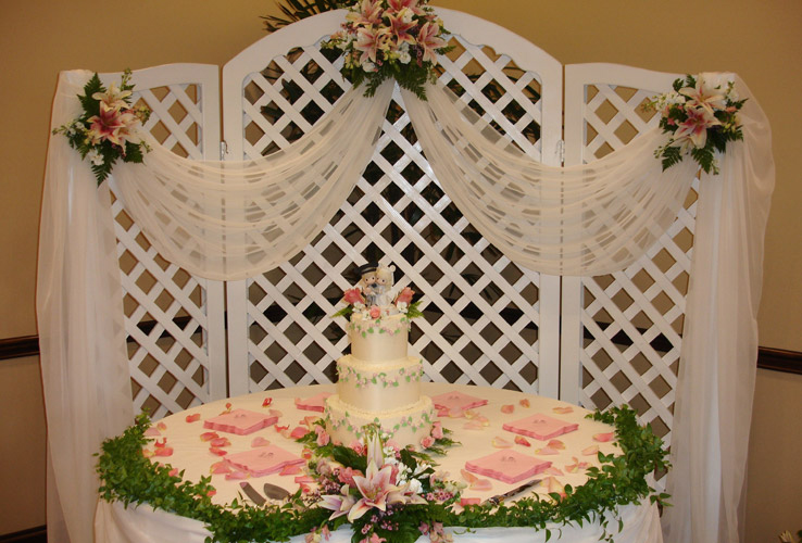 Lattice Arch Backdrop w/Wings